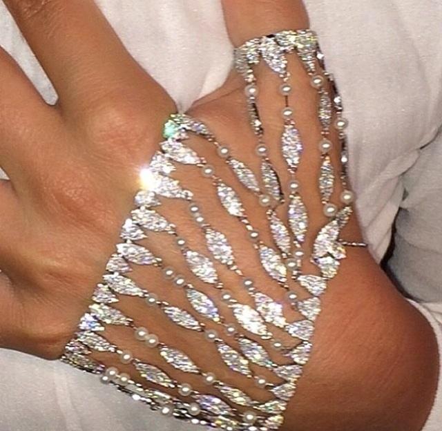 Diamond Hand Accessory